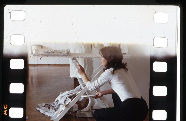 Fenixº installation at Dartington, Devon, 1980. Photographer unknown. Courtesy of the Estate of Monica Ross.