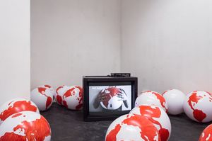 Alessandro Di Massimo, FOR YOUR PLEASURE, installation view from Goulash at The Number Shop, two channel video, sound, inflatable balloons (32 X ø 40cm), paint, 2016.