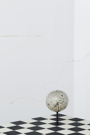 Jonathan Binet, Wall drawings (Nicotine) (detail), 2020 / Sarah Ortmeyer, NATALIA VIII, 2016, paint on wood, table, 70 x 70 x 70 cm & Sarah Ortmeyer w/ Kerstin Brätsch, MONSTER VIII, 2016, ink on ostrich egg