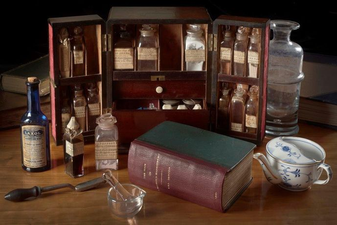 Medicine chest, 19th century with Mrs Beeton's Book of Household Management (1896), photography by John Chase (c) Royal College of Physicians - Copy
