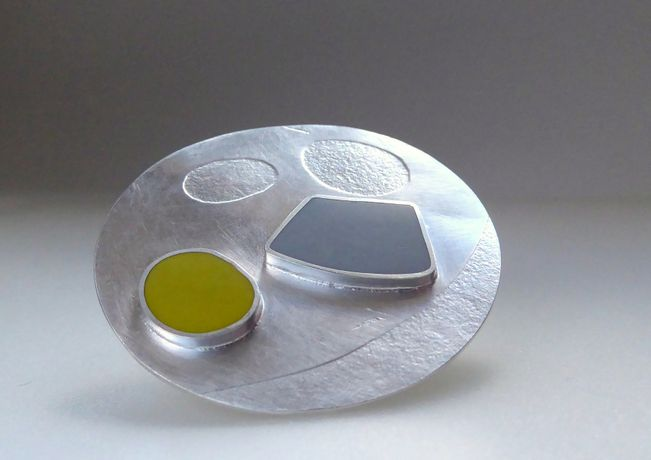 Su Trindle - Gem Brooch - Fine Silver and resin -image: Su Trindle