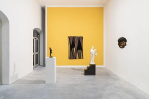 Italian Hours, group show with works by Enrico David, Goshka Macuga and Paloma Varga Weisz, installation view at Galleria Gentili, 2018. Courtesy the artists and Galleria Gentili, Florence. Photo by Eva Bialkowska OKNO Studio