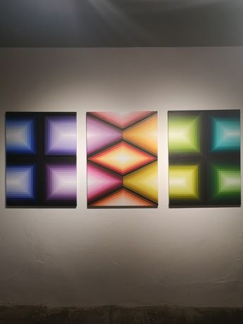 'Tricristalinos'. This triptych is one of the most stunning pieces in Complementos. The choice of colours in the piece, and the complex geometry, references those used by Incan's in the past.