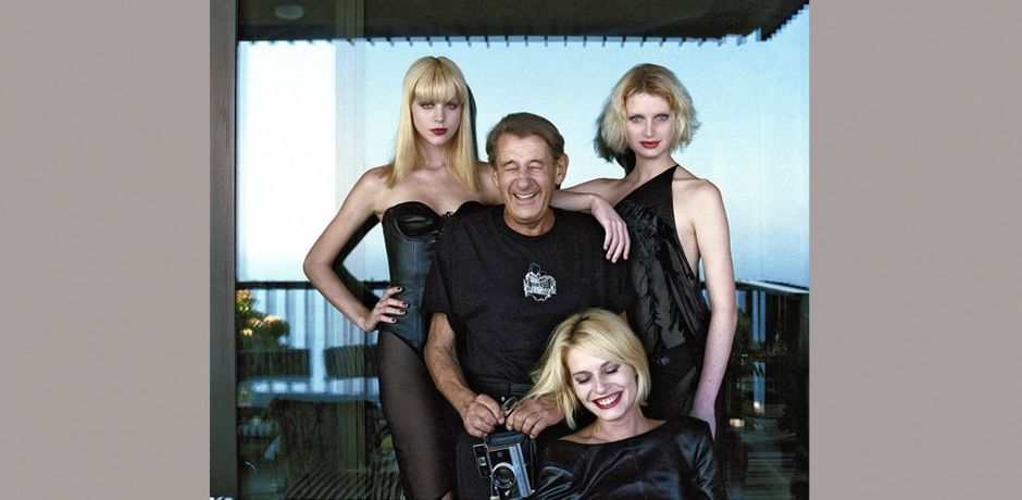Helmut Newton with models, Monte Carlo, 1997 © copyright Alice Springs