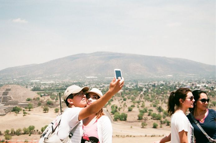 Andrew Gori & Ambre Kelly, Couple – Teotihuacan, Mexico, 2014 © Andrew Gori & Ambre Kelly