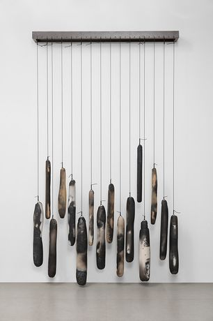 Anna Maria Maiolino, Na Horizontal (On the Horizontal), 2014, Copper wire and raku ceramic on metal structure Metal structure: 150 cm long Dimensions of raku objects: variable, © Anna Maria Maiolino, Courtesy the artist and Hauser & Wirth, Photo: Everton Ballardin