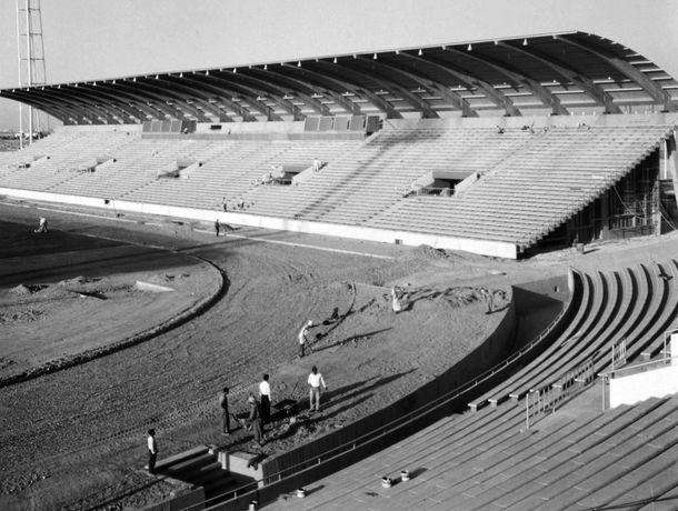 Architects Keil do Amaral and Carlos Ramos. Bagdad Stadium, 1966.