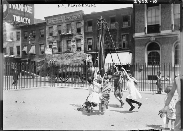 N.Y. Playground, 1910–1915 Courtesy Library of Congress, Washington D.C.