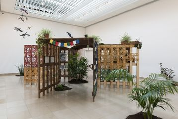 Anna Boghiguian, Jardin de l'inconscient, 2016, Installation wood, wax and pigments, plant, soil.