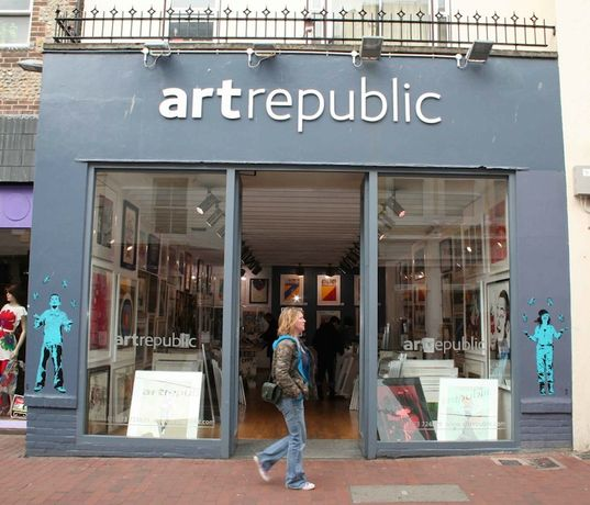 artrepublic celebrates 20 Christmasses in Brighton with live performance by singer songwriter Katie Cruel: Image 0
