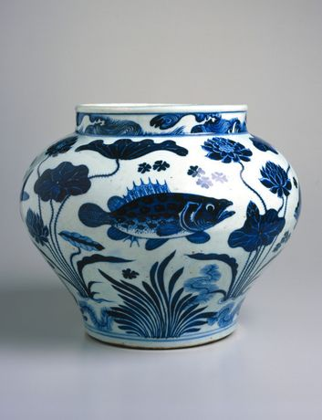 Wine Jar with Fish and Aquatic Plants. China. Yuan dynasty, 1279-1368. Porcelain with underglaze cobalt blue decoration, 111 5/16 x 13 ¾ in. (30.3 x 34.9 cm). Brooklyn Museum, The William E. Hutchins Collection, Bequest of Augustus S. Hutchins, 52.87.1. (Photo: Brooklyn Museum)
