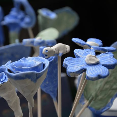 Flower making with Alzhaimer's Society