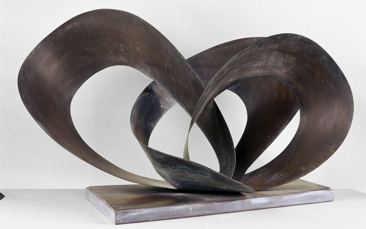 Barbara Hepworth, Forms in Movement (Galliard), 1956 (BH 212). Copper, 500 x 850 x 520 mm. Private Collection. Barbara Hepworth © Bowness, 2019. Photo: Bob Berry