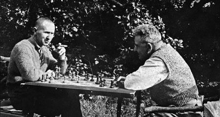 Bertolt Brecht and Walter Benjamin playing chess, 1934, Skovsbostrand, Denmark, Photographer unknown © Akademie der Künste, Berlin, Bertolt-Brecht-Archiv