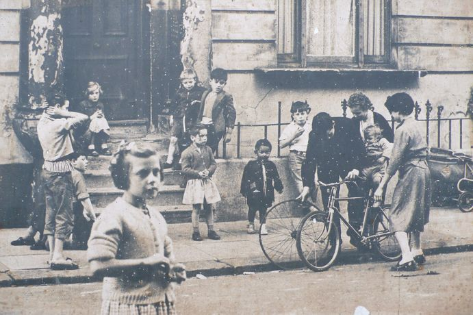 Roger Mayne - Children St Stephen's Green Garden, London, 1957