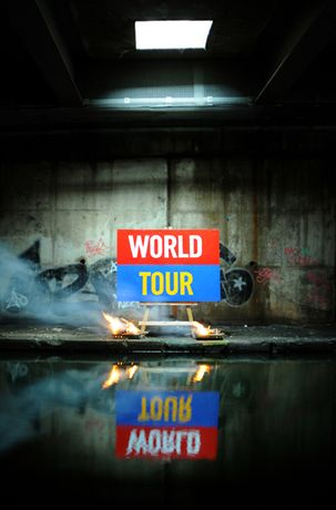 Bill Drummond: The 25 Paintings: Image 0