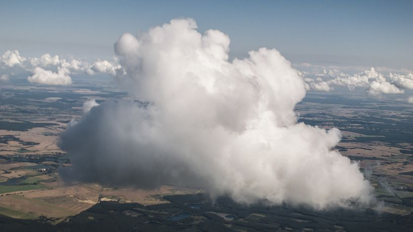 Janina Lange, Shooting Clouds, 2014. HD Video, 5 min. 12 sec
