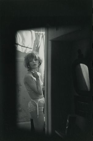 Saul Leiter, Soames, ca. 1960, Gelatin silver print, printed ca. 1970s, 23 x 15 cm | ©Saul Leiter Foundation | Courtesy Gallery FIFTY ONE