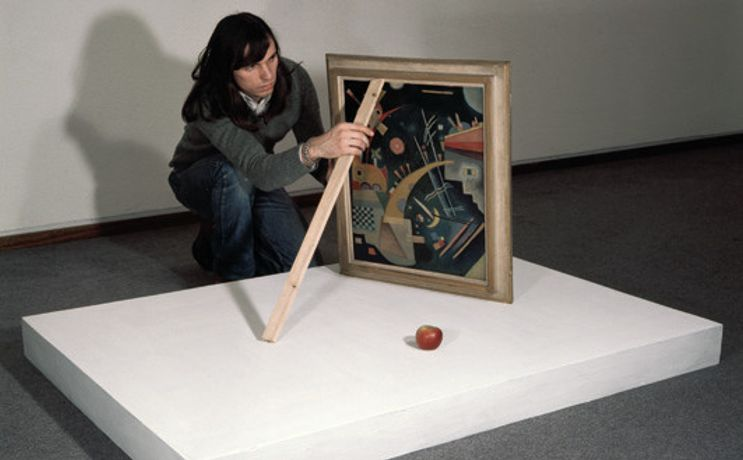 Installing Triptychos Post Historicus with Kandinsky at the Nationalgalerie, Berlin, 1976 Date: 1976