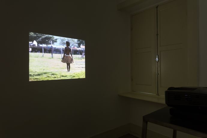 Buhlebezwe Siwani, Imfazwe yenkaba, 2015, wide screen HD projection, sound 5' 10''