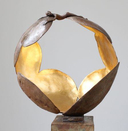 'Leaves' - bronze resin and bronze - 43 x 42 x 32 cm
