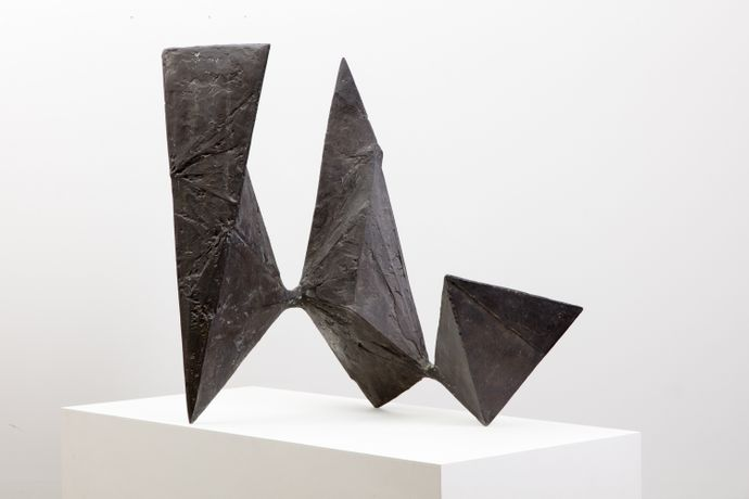 Lynn Chadwick, Pyramids, 1962, Bronze, 68.5 x 49.7 x 60.3 cm, edition of 3 © Marlborough Fine Art, London , Courtesy The Estate of Lynn Chadwick