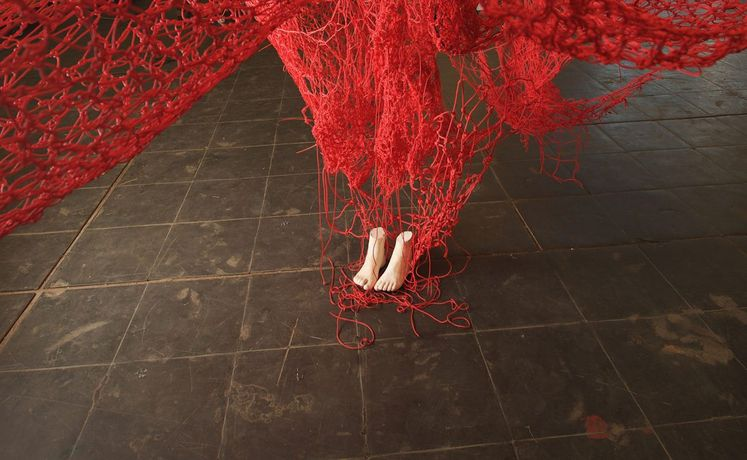Chiharu Shiota, Me Somewhere Else (detail), 2018. Courtesy the artist and Blain|Southern. Photo Sunhi Man