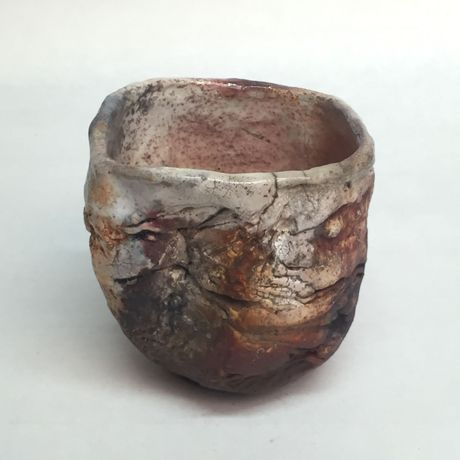 Tea bowl, 2016, approx. 10,4 x 10,3 x 11,1 cm, Raku fired ware, 1000° C, oxide, semi-transparent glazing; Photo: Semjon H. N. Semjon