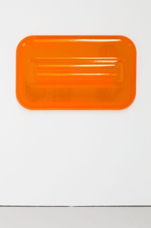 Craig Kauffman Untitled, 1967 Vacuum formed colored plastic 87,6 x 142,9 x 21 cm 34 1/2 x 56 1/4 x 8 1/4 inches © 2017 Estate of Craig Kauffman/Artists Rights Society (ARS), New York Courtesy Sprüth Magers Photography ©: Cathy Carver, New York