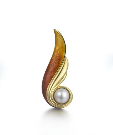 South sea pearl and enamel brooch, De Vroomen. Image © The Goldsmiths' Company, Photography by Richard Valencia