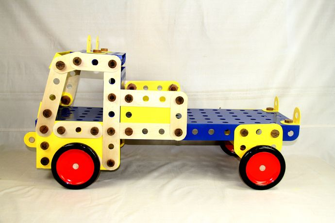 WE HAD A GREAT BIG MECCANO SET