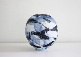 Adam Frew, Pot with blue camouflage, photo: Adam Frew