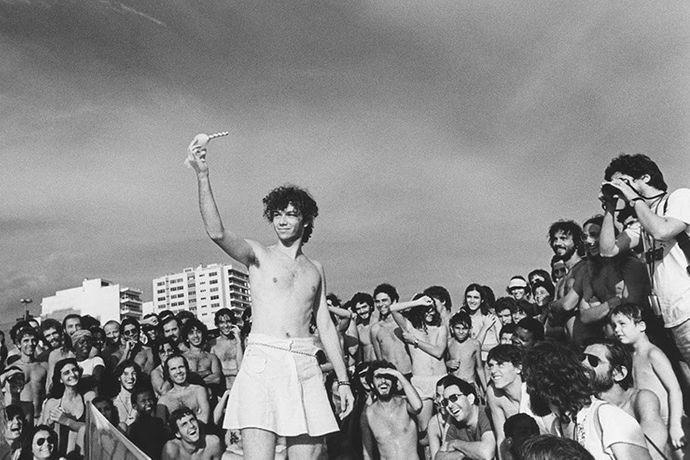 Eduardo Kac, Poemazóide [Spermpoem], 1982. Performance at Ipanema beach.