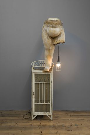 Edward and Nancy Reddin Kienholz Still Life with Little Bird, 1974 Wood cloth, bird, fan, light, plaster case, paint and polyester resin 200,7 x 55,9 x 61 cm 79 x 22 x 24 inches © Edward Kienholz and Nancy Reddin Kienholz Courtesy Sprüth Magers Photography by: Kris Emmerson