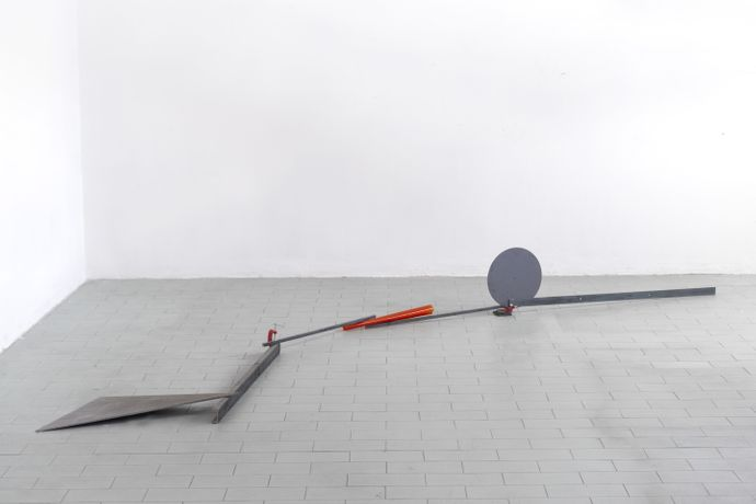 Alice Cattaneo, Untitled, 2016. Iron, clamp, acetate sheet, 35 x 350 x 100 cm. Courtesy Mazzoleni