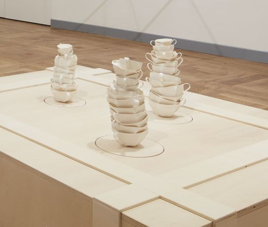 Elisabetta Di Maggio, At still point of turning world, 2016. Porcelain, glass, wood, loudspeaker, computer Base: 150 x 120 x 30 cm. Courtesy Mazzoleni. Photo Agostino Osio