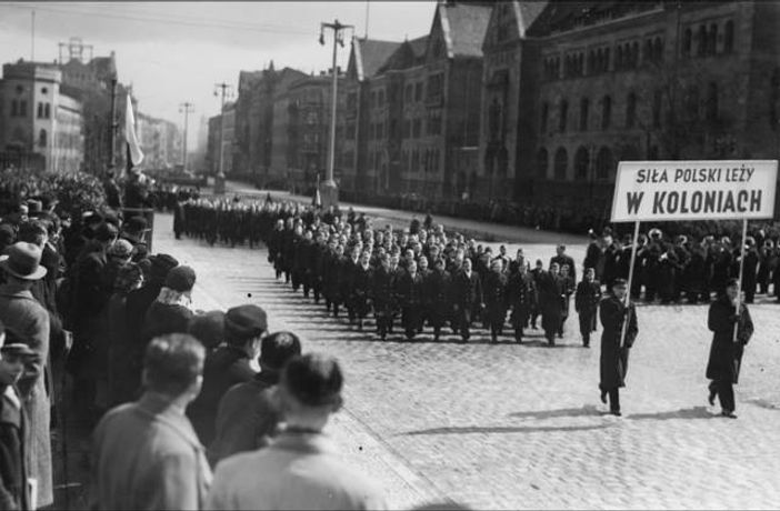 Colonial and Maritime League demonstrating in support of Polish colonies, Poznan, July 1938 From the archive of Janek Simon
