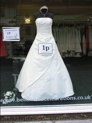 1p Wedding Dress, Portsmouth 2006 © The Caravan Gallery