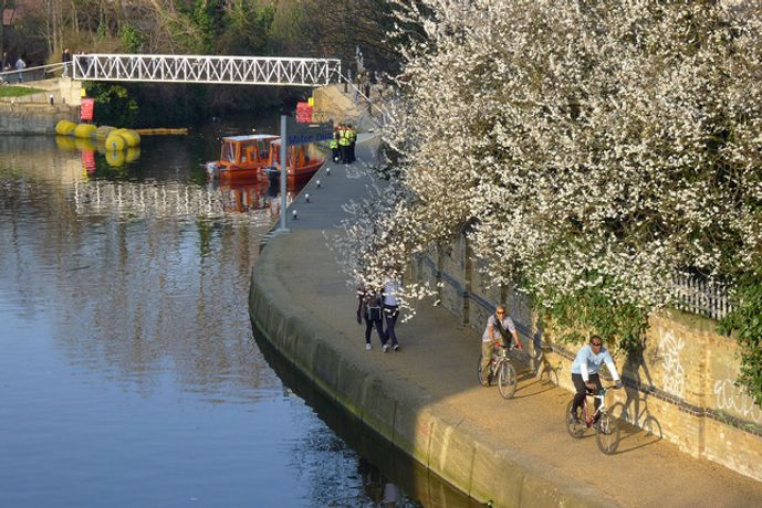 Exploring the River Lea by Bike & Gallery Tour: Image 0