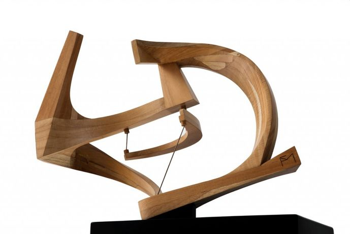 20 Andrómeda Wood and metal 19.49 x 26.97 x 11.42 in. 49,5 x 68,5 x 29 cm 2015