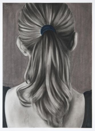 Ina Van Zyl, Uphold, 2015, black chalk, charcoal and pastel on paper, 70x50 cm
