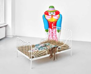 Kris Lemsalu, Old Friends, 2017. Ceramics, inflatable clown, metal, hair, straw. Courtesy: the artist, Koppe Astner, Glasgow; Tanya Leighton, Berlin and Temnikova Kasela, Tallinn