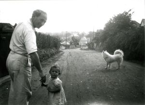 Gabo with his daughter Nina and their dog Snieshka in Carblis, Cornwall c. 1942 © Tate, London 2015