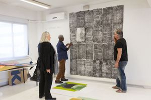 El Anatsui, Elisabeth Lalouschek and Mike Ward at the Factum Arte Studio