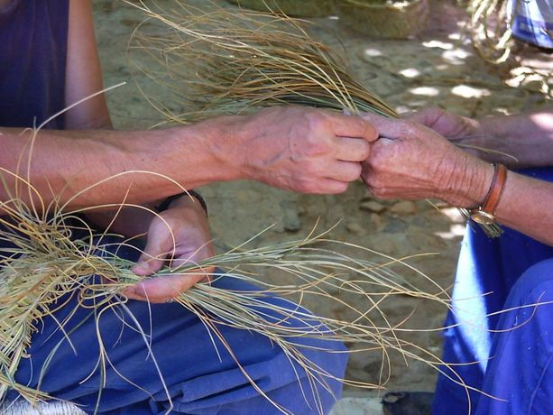 Handmade Basketry  With Vegetable Fibers Course  WITH CARLOS FONTALES: Image 1