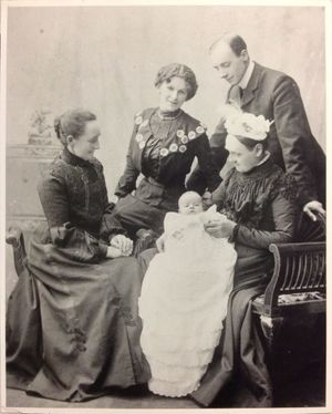 Barbara Hepworth as an infant with her parents, her pater-nal grandmother and her paternal great grandmother, 1903. Courtesy Bowness, Hepworth Estate