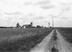 Ina Weber - Silos Laons, 1991, black and white photography, copyright by the artist, Courtesy Laura Mars Gallery