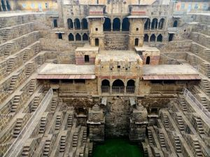 India's Subterranean Stepwells: Photographs By Victoria Lautman