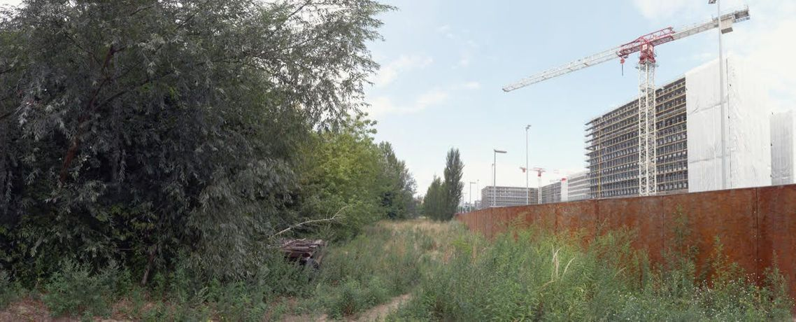 Rose Butler, Chausseestrasse, 2014, digitally composed photo panorama showing the former deathstrip and BND construction site in Berlin, Giclée print on Hahnemühle Photo Rag paper, 91,5 x 244 cm
