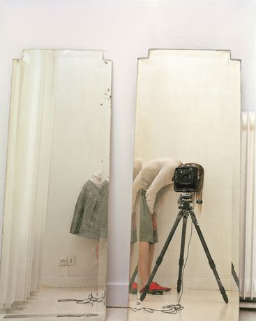 Elina Brotherus, Artist and Model Reflected in a Mirror 1, 2007 © Elina Brotherus, Courtesy: gb agency, Paris